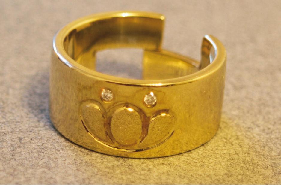 """""""Der Seerosenring"""", Gold mit zwei Brillanten"""